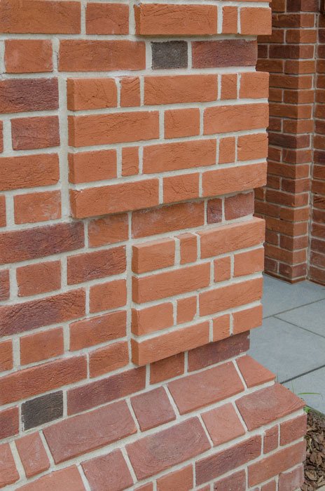 Bricks roof tiles and clay pavers gallery mbh plc for Brick quoin detail